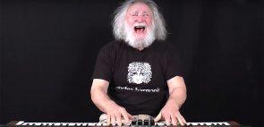 Mr. Electro-Harmonix picchia duro sul piano elettrico